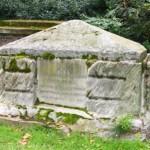 Могила внучки Кромвиля в саду Св. Георгия в Лондоне